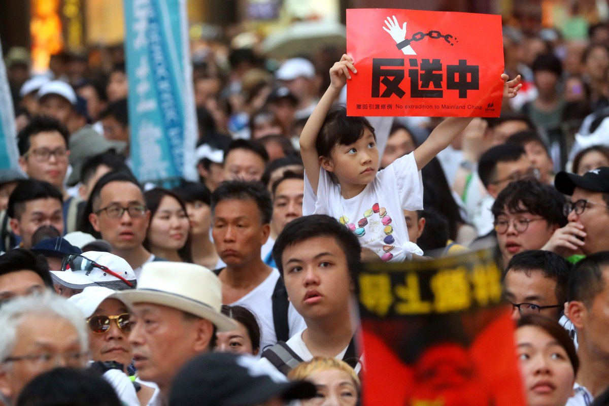 Hundreds of thousands of people were on the road to protest the extradition bill